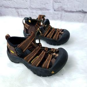 Toddler boy size 6 keen sandals brown H2